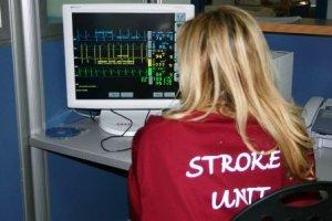 foto-operatrice-nella-Stroke-Unit